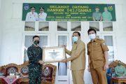 Bupati BU Terima Penghargaan Kehormatan Danrem 041/ Gamas Bengkulu