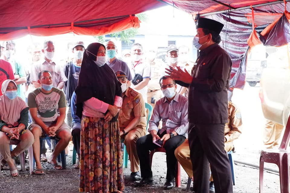 Beri Bantuan Secara Berkala, Bupati BU Bantu Korban Kebakaran Pasar Purwodadi