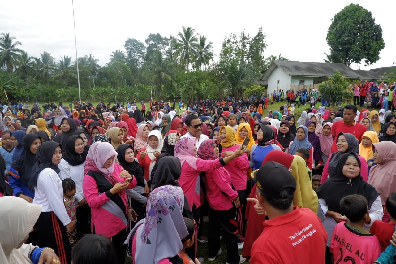 Antusias Masyarakat Ikuti Senam Bersama Bupati dan Wabup Bengkulu Utara