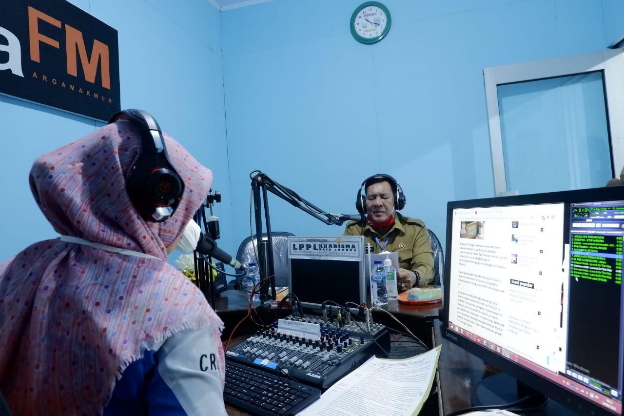 Bahas Seputar Kesiapan Kabupaten Memasuki New Normal, Sekda BU Live Talkshow di Kharisma Ratu Samban 95,6 FM