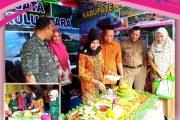 Kunjungan Ibu Ketua Dharma Wanita ke Stand Pameran Dinas Pariwisata dan Dinas PUPR