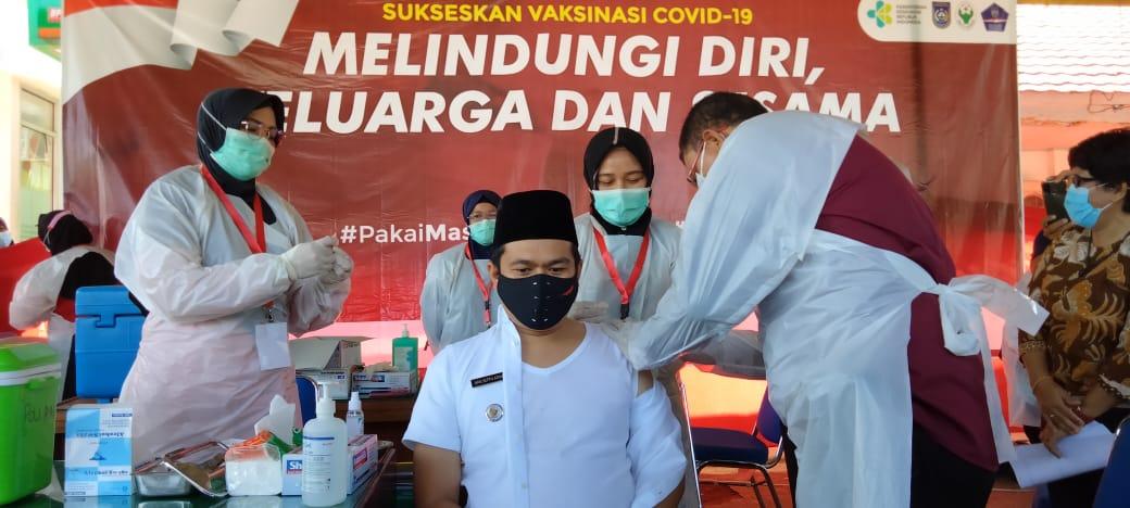 Giliran Wabup BU Jalani Vaksinasi COVID-19