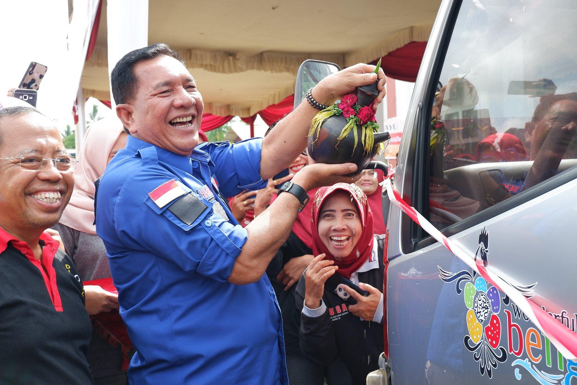 Tingkatkan Layanan Masyarakat, Bupati Bengkulu Utara Berikan Kendaraan Operasional Mobile Dukcapil