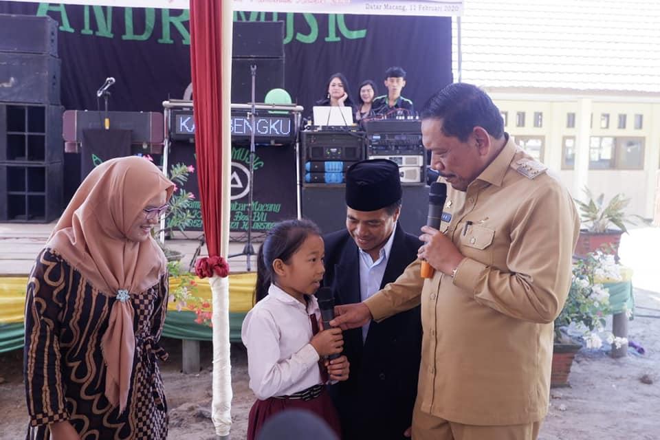 Resmikan SD Negeri 228, Bupati Mian Targetkan 2020 Semua Siswa Baru Dapat Seragam Gratis