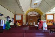 Giliran Gereja dan Rumah Dinas Disemprot Disinfektan