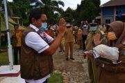 Bupati Mian Salurkan Bantuan Paket Sembako untuk ODP di Kecamatan Padang Jaya