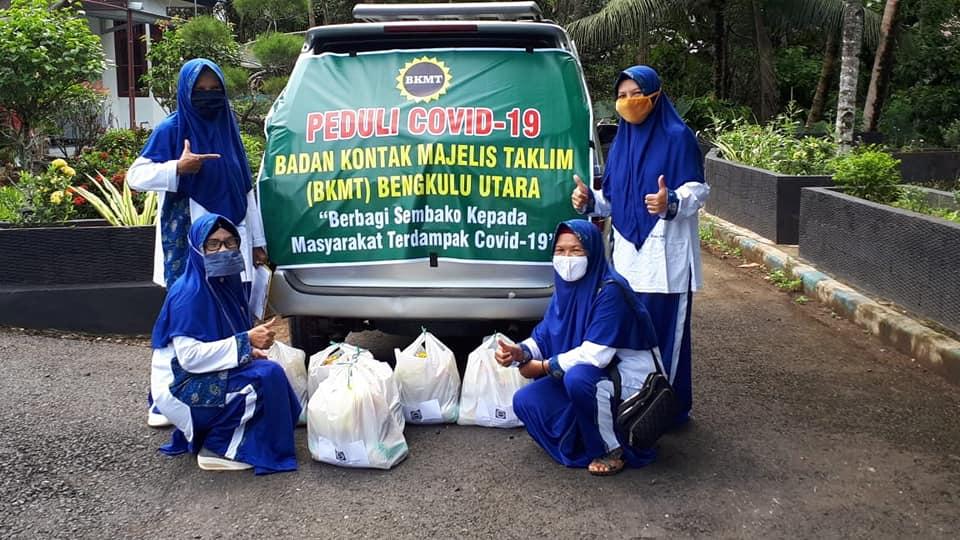 Peduli Warga Terdampak Covid-19, BKMT Bengkulu Utara Bagikan Paket Sembako