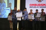 Bupati Bengkulu Utara Raih Penghargaan dari Ombudsman RI