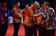 Bupati Bengkulu Utara Terima Penghargaan Kabupaten Peduli HAM