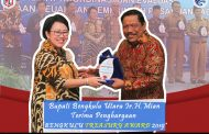 """Bupati Bengkulu Utara Terima Penghargaan """"BENGKULU TREASURY AWARD 2019"""""""
