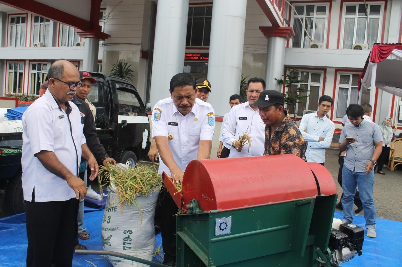 Bupati Bengkulu Utara Serahkan Sejumlah Bantuan dari Kementerian Kepada Kelompok Penerima