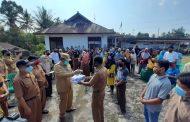 Jamin Ketersediaan Pupuk Petani, Bupati BU Bagikan 655 Kartu Tani Masyarakat Arma Jaya