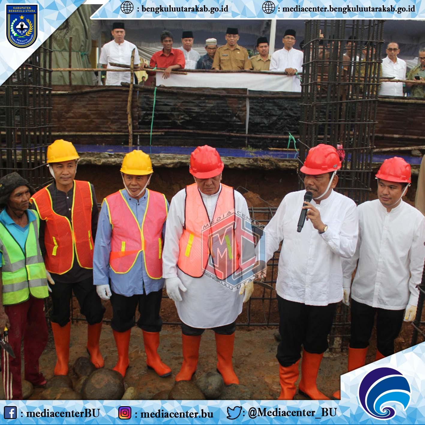 Peletakan Batu Pertama Renovasi Pembangunan Masjid Agung Kabupaten Bengkulu Utara Berjalan Sukses