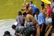 Penebaran Bibit Ikan (Resrocking) di Desa Aur Gading Kecamatan Kerkap Bengkulu Utara